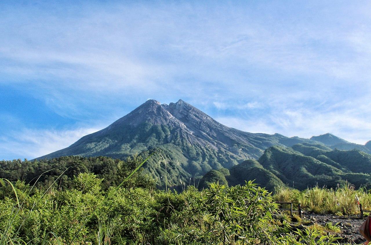 Vulkanen Merapi på Java i Indonesien