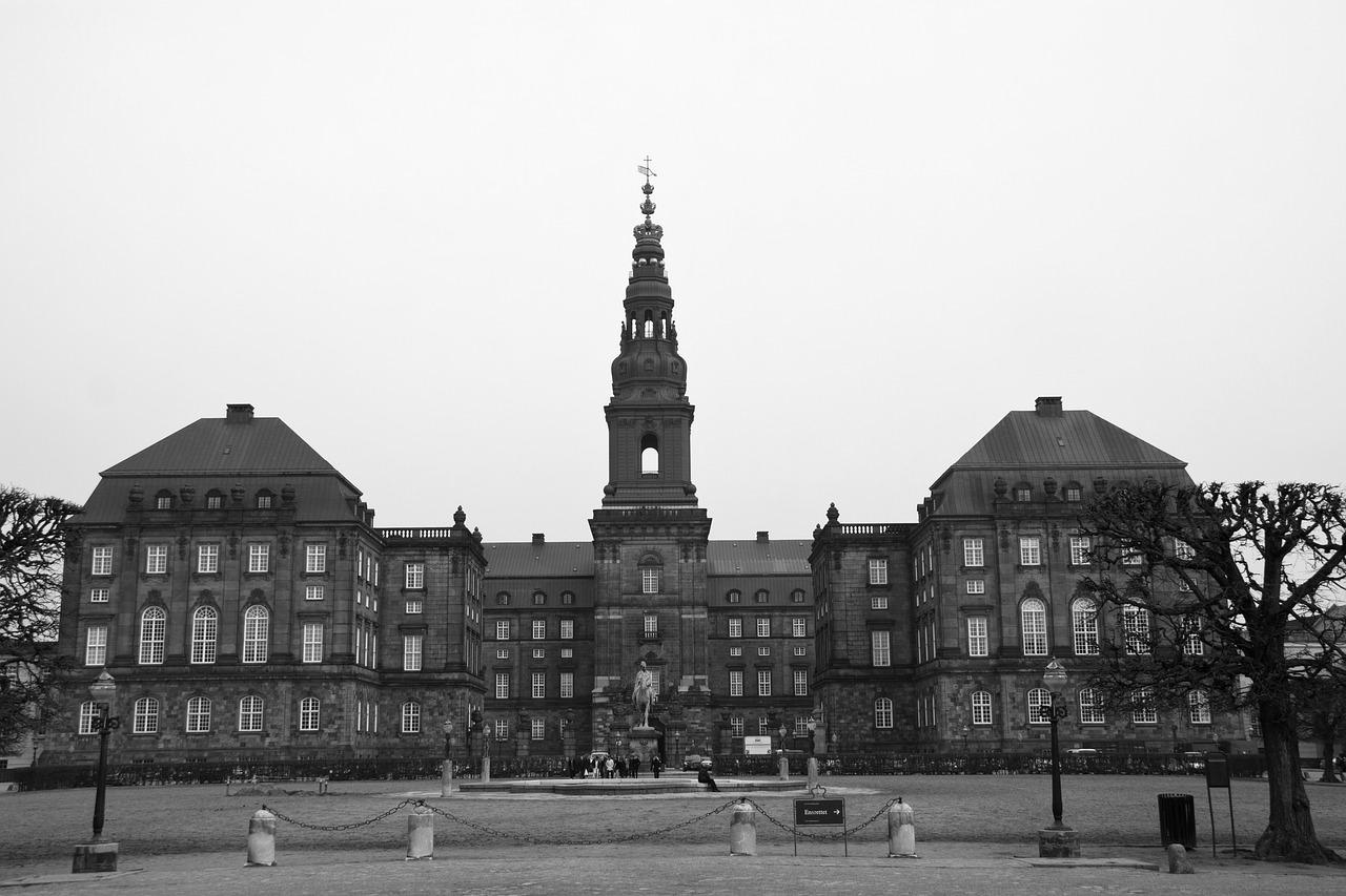 Christiansborg Castle Black White  - Bjonsson / Pixabay