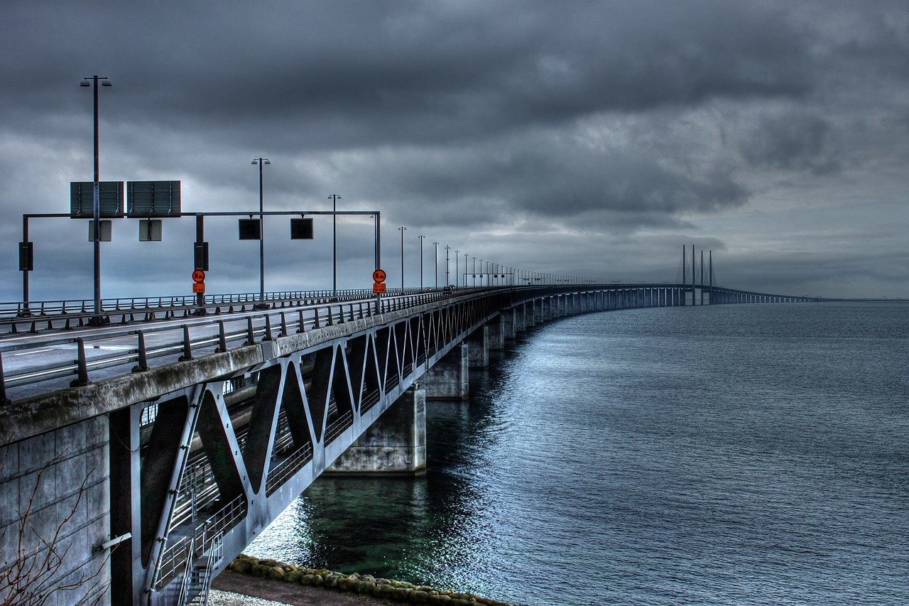 The %C%Bresund Bridge Bro Malm%C%B  - HansStolpe / Pixabay