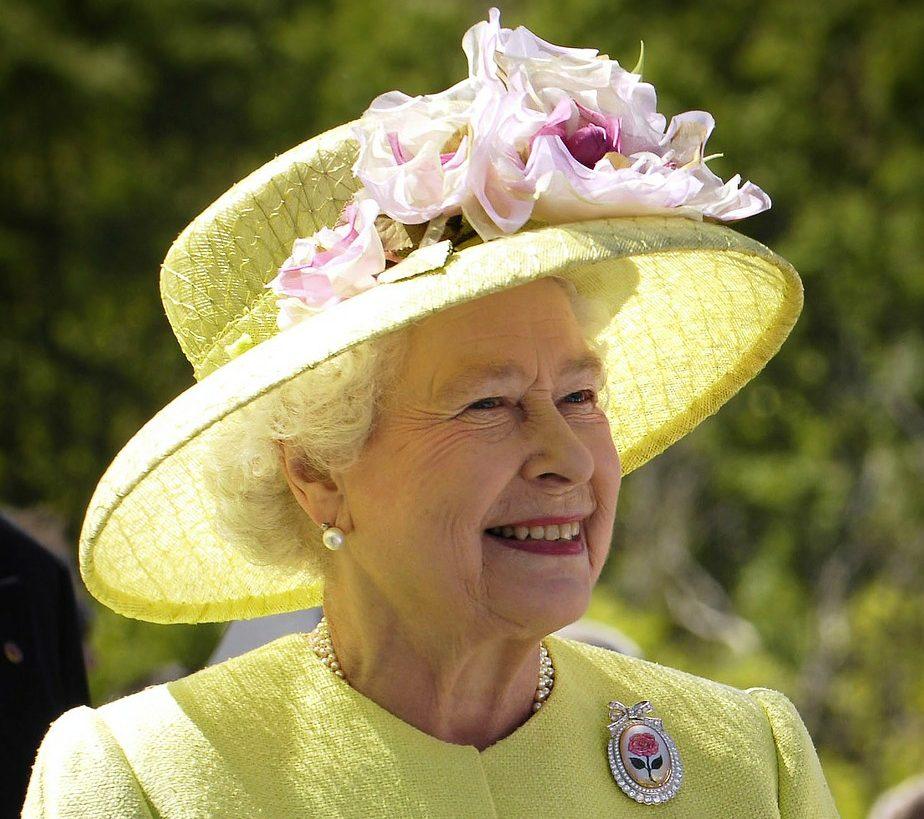 Queen England Elizabeth Ii Portrait  - WikiImages / Pixabay