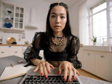 people woman coffee laptop